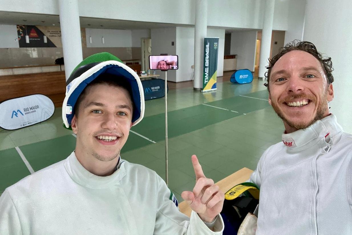 Fabrizio Lazaroto ajuda Athos Schwantes nos treinos em Portugal, mas sonha com vaga em 2024