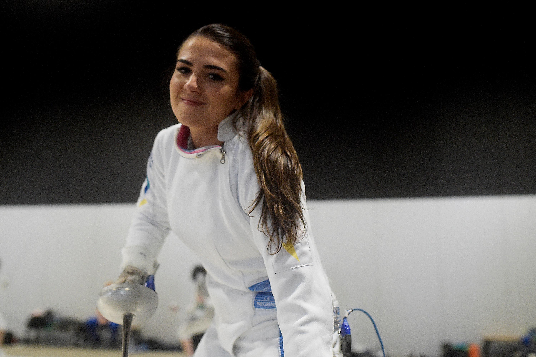 Amanda Simeão se prepara para voltar a fazer o que mais gosta entre tantas atividades: jogar esgrima