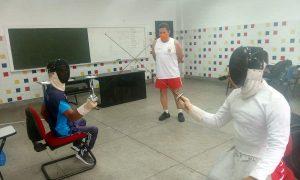 Participantes de curso de esgrima em Maceió começam a implantar a