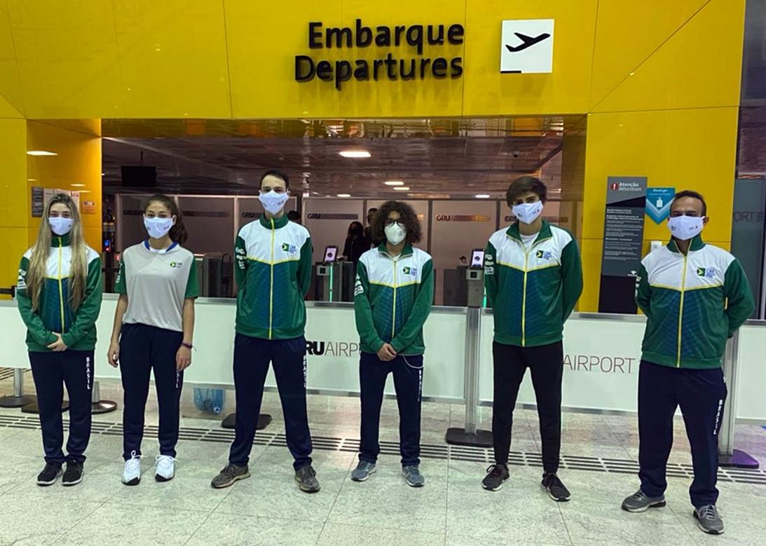 Equipes brasileiras começam a embarcar para o Mundial Cadete e Juvenil de Esgrima