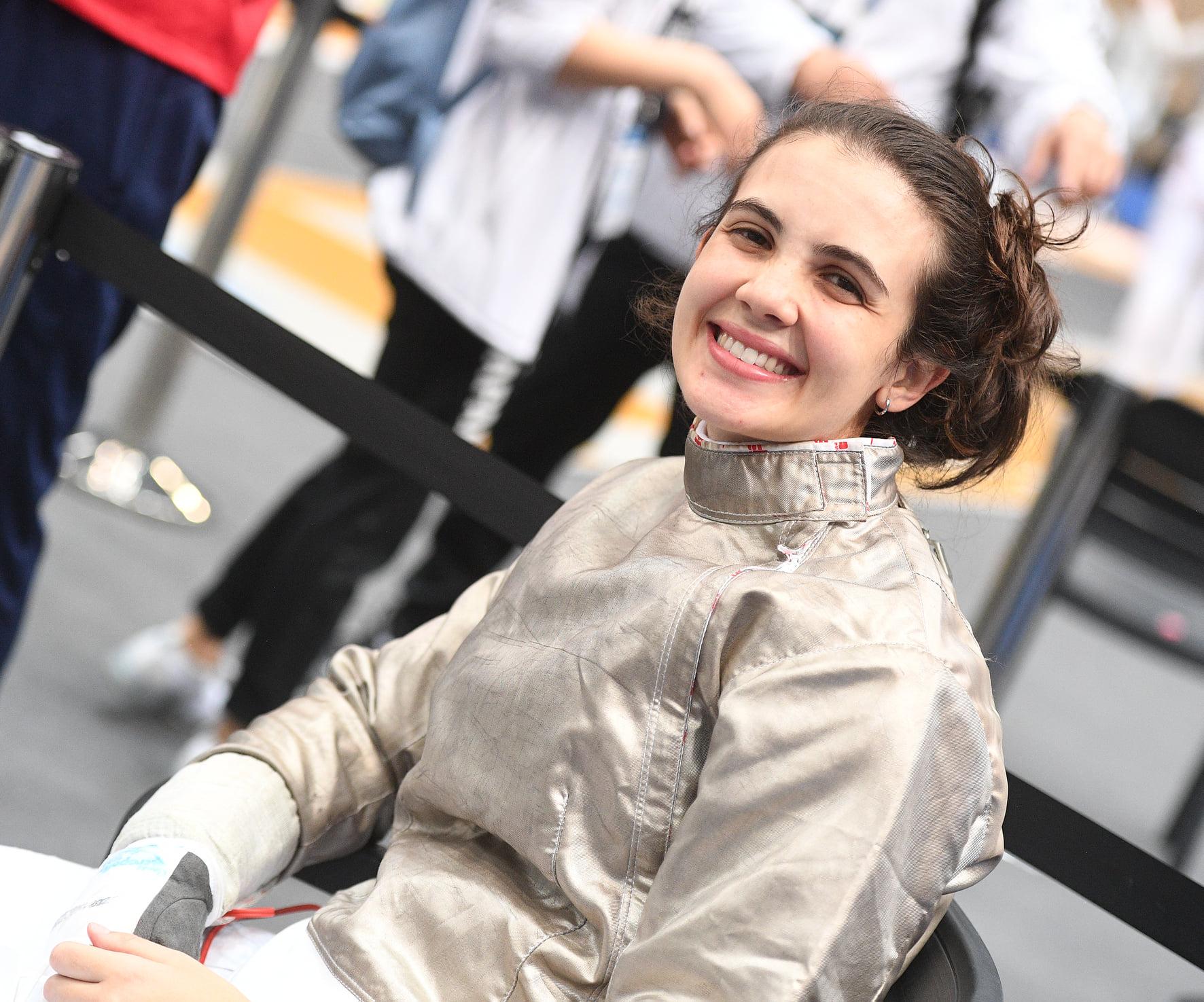 Jovem sabrista Karina Trois busca vaga olímpica para coroar a sua trajetória na esgrima