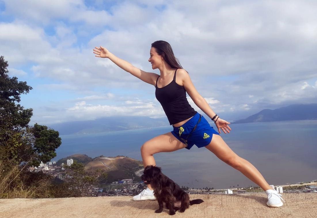 #TôNaPista – Entre a psicanálise e o budismo, Marcela Silva carrega sempre um fiel escudeiro: seu cãozinho