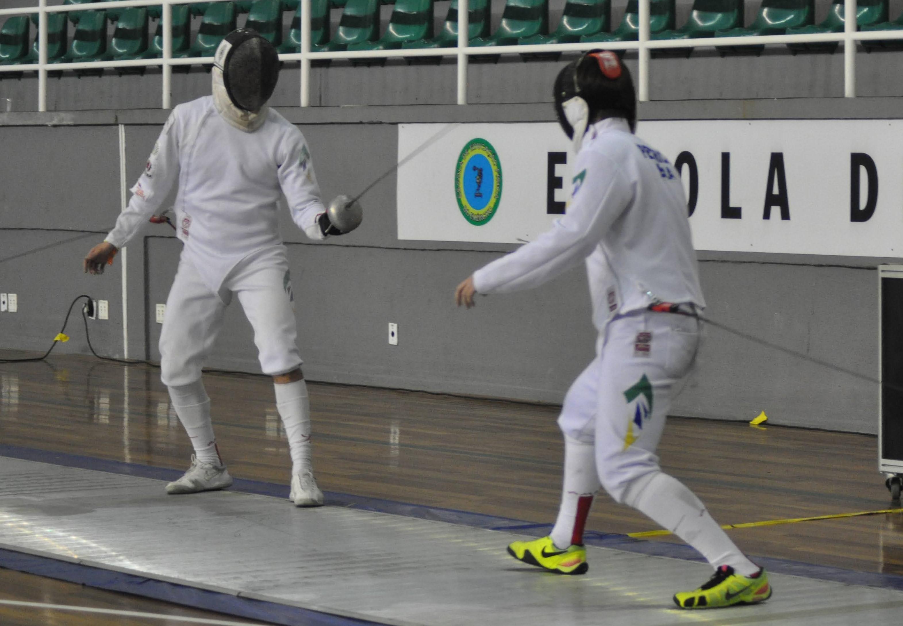 Na raça, Alexandre Camargo vence de virada e é campeão na espada masculina sênior