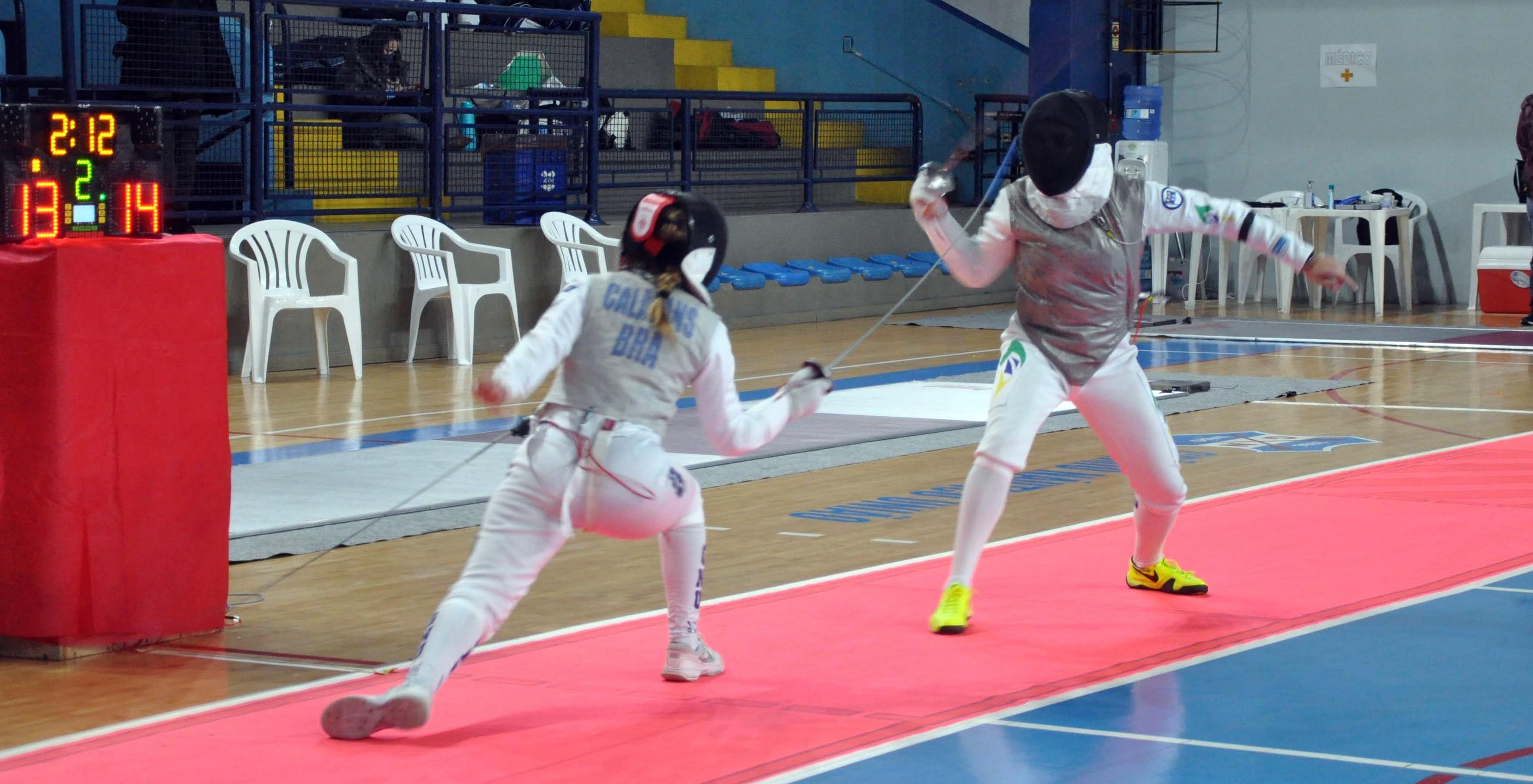 Em casa, Talia Calazans vence confronto equilibrado no sub-20 e conquista o primeiro ouro do florete em 2021
