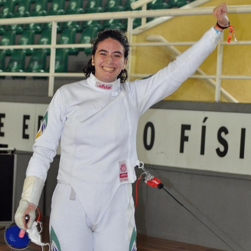Na retomada das competições, Victoria Vizeu é a primeira campeã da esgrima nacional em 19 meses