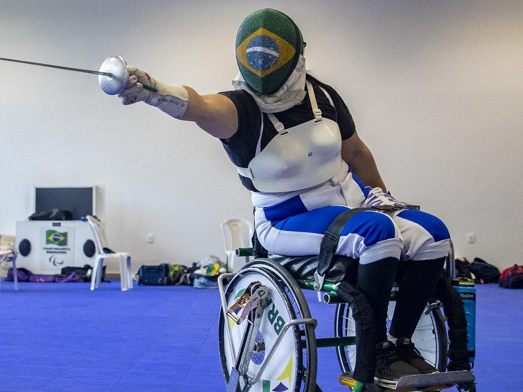 Paraplégica na gravidez, Mônica Santos usa amor por filha de 18 anos como combustível em Tóquio