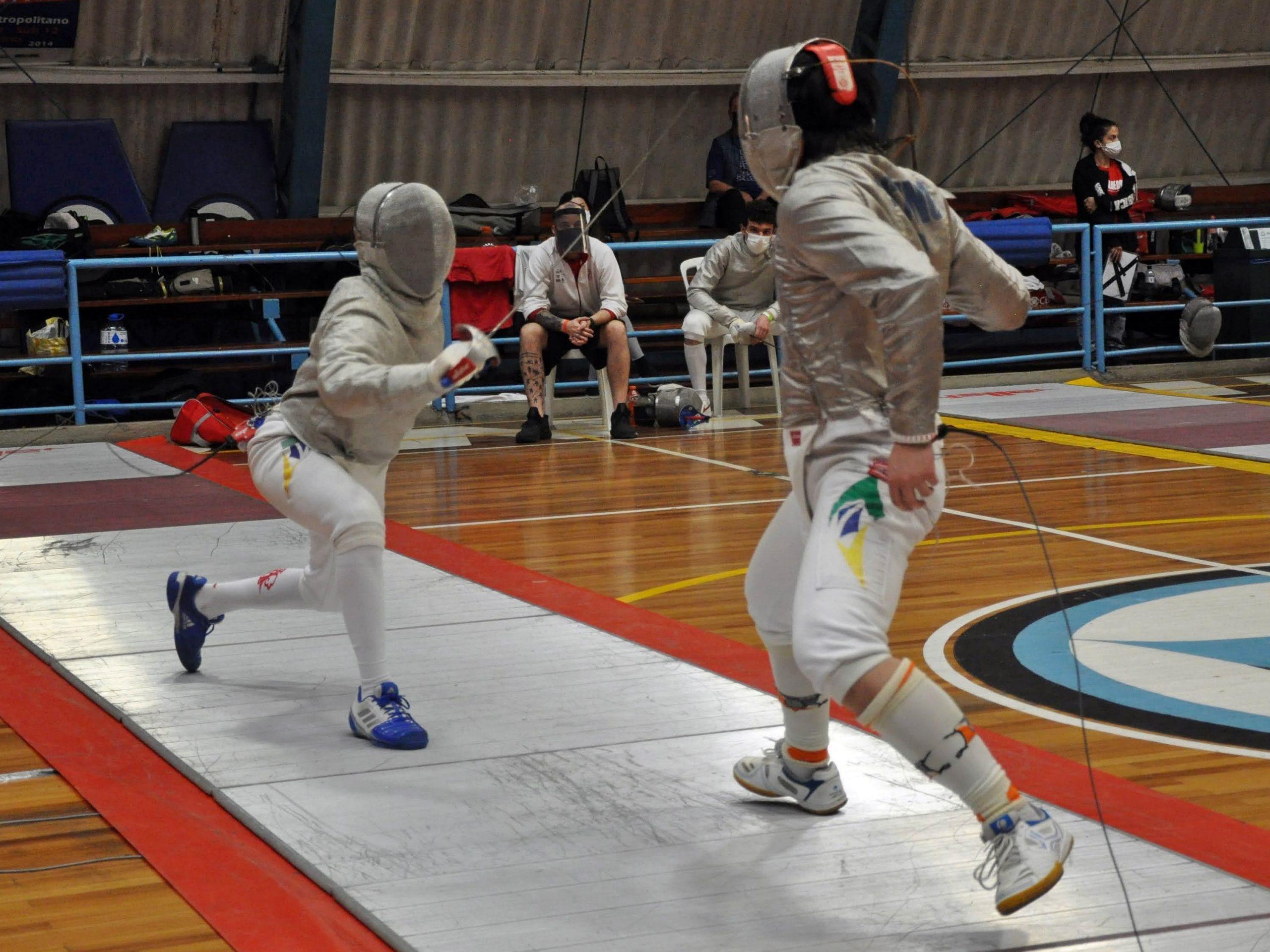 Disputa no sabre fecha o ciclo de etapas do Circuito Brasileiro de Esgrima