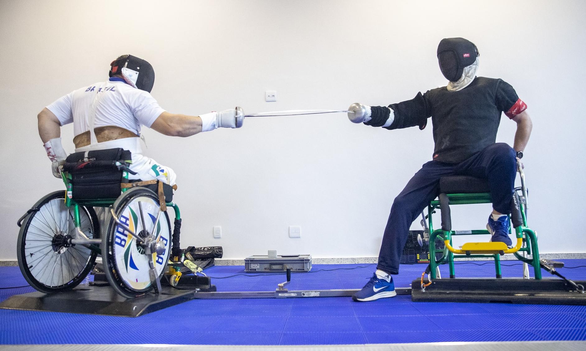 Esgrimistas brasileiros viajam para a disputa dos Jogos Paralímpicos de Tóquio