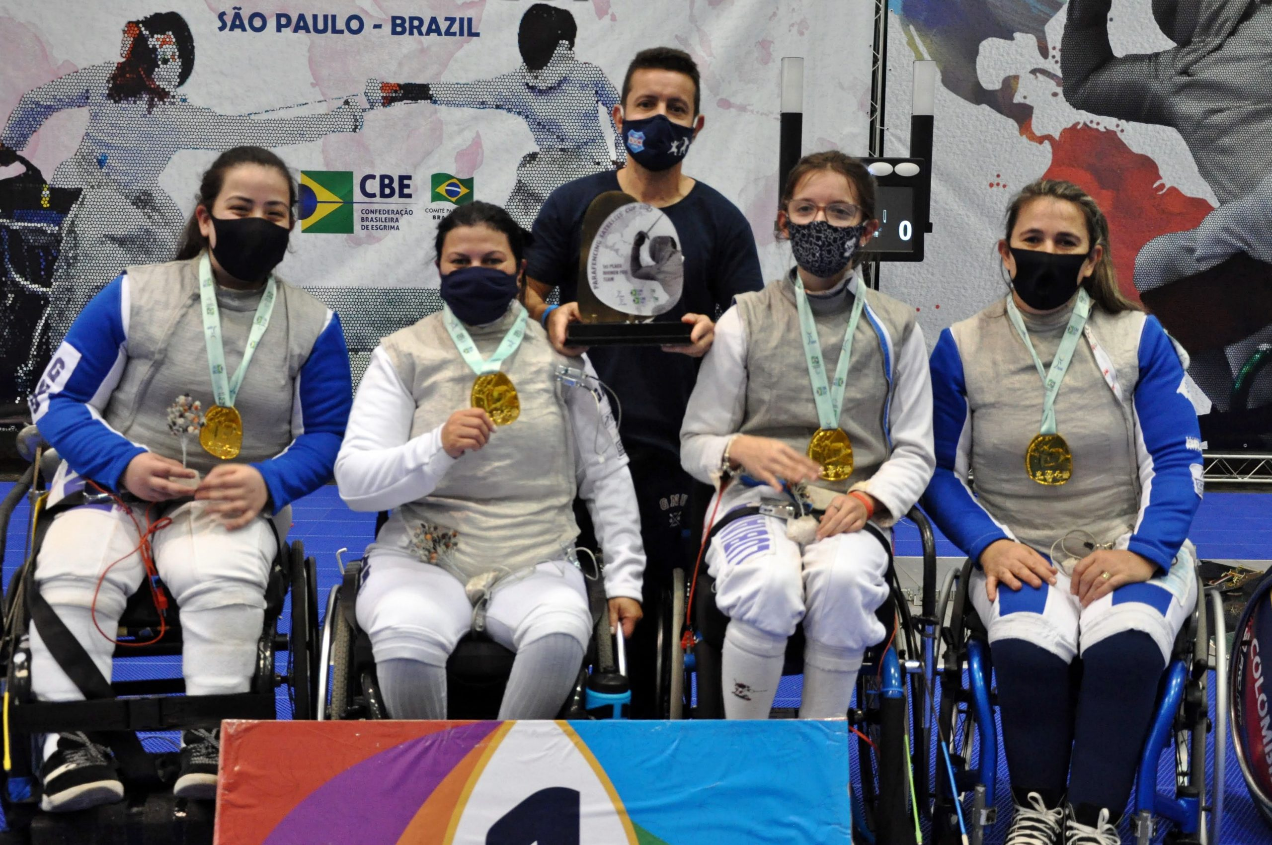 Brasil domina as competições por equipes e fatura as duas medalhas de ouro no último dia da Copa Satélite de Paraesgrima