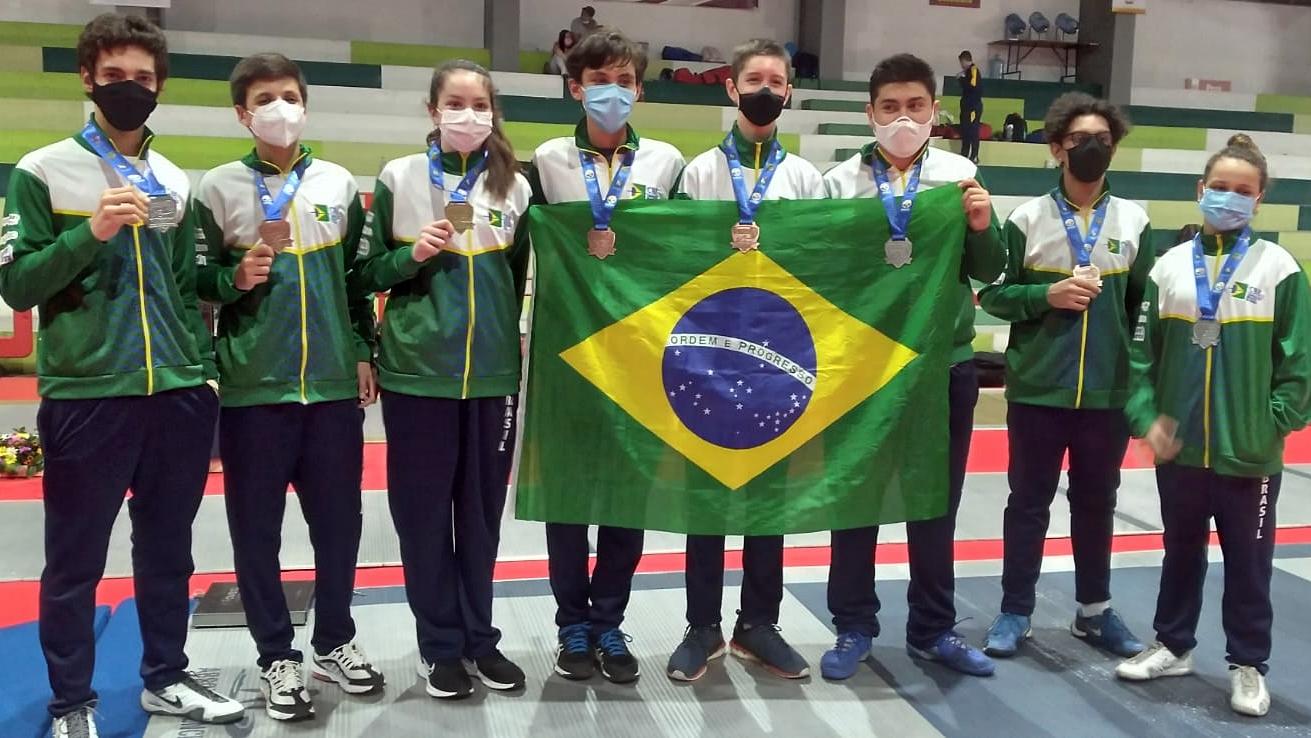 Laura Correia conquista o título na espada pré-cadete e Brasil fatura mais sete medalhas no Sul-Americano